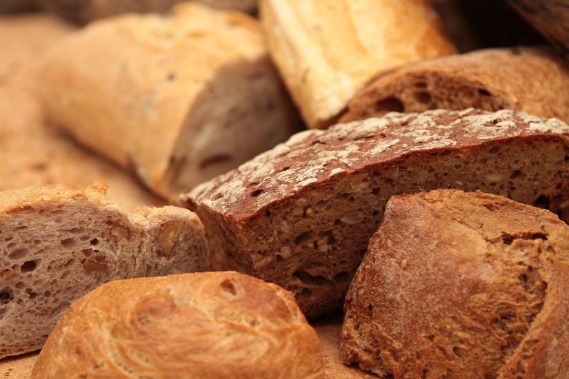 bakery-bread-bread-rolls-2436-825x550